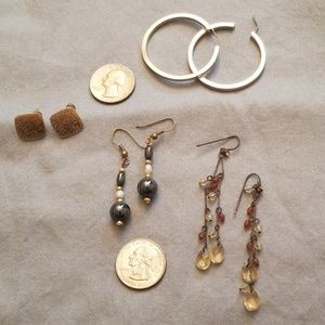 Lot of earrings - gold beads and pearls